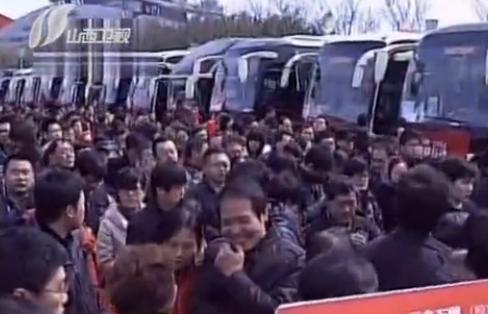 视频:组团看新房 南京现3000人看房团