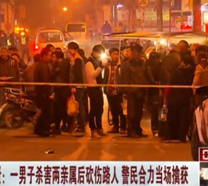 实拍上海男子砍伤路人被民众合力围捕现场