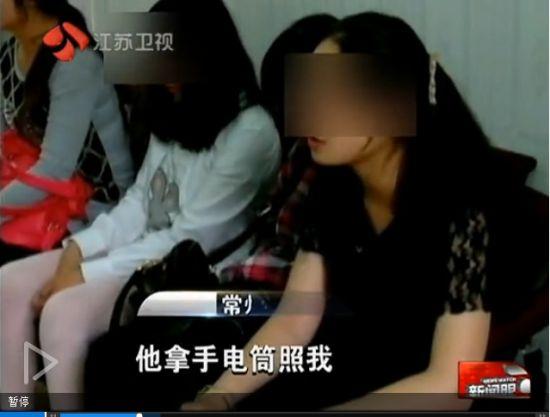视频:男子夜闯宿舍抢劫 与6女生聊天4小时