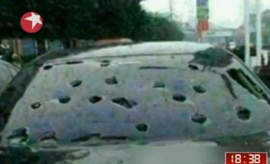 视频:鸡蛋大冰雹将车身砸成筛子