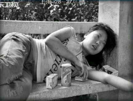 郑州流浪女患精神分裂症 年初与男友分手