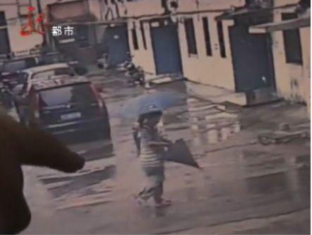 孕妇装病哄骗杀害女孩监控视频