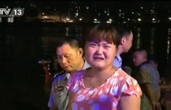 视频:重庆24岁男子长江边戏水 溺水失踪