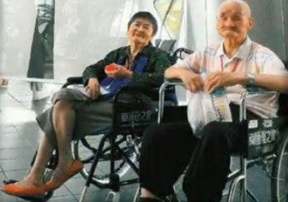 老夫妻双双失智 忘了世界只记得彼此