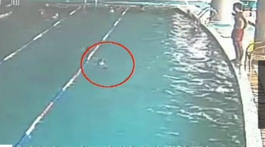 视频:监拍宁夏8岁男童游泳馆溺亡