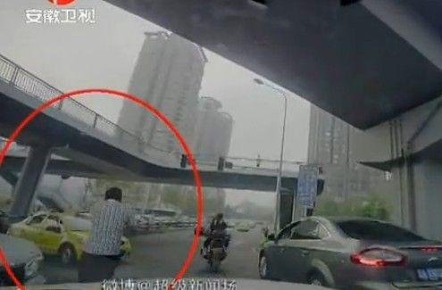重庆红绿灯出故障 热心人当临时交警