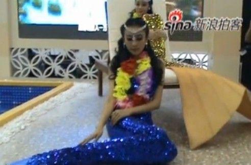 视频:靓丽美人鱼惊艳厦门旅博会