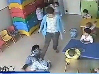 老师棍棒虐待幼童