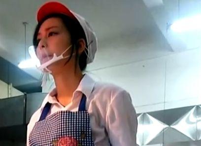 """视频:""""炒饭西施""""请为土豪炒个饭"""