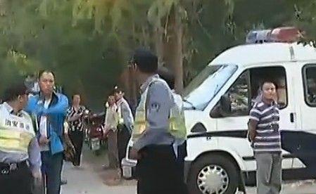 视频:男子刀砍妻子儿女后自杀身亡