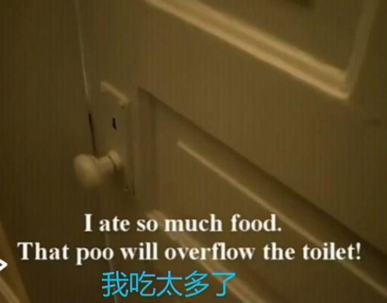 实拍可爱宝宝在厕所反思吃太多