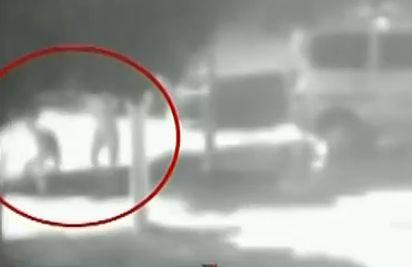 视频:男子斜视一眼惹来杀身祸