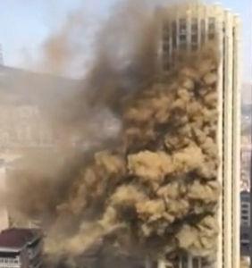 广场整栋楼起火
