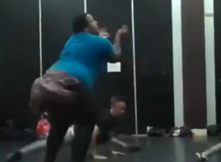 最灵活的胖子舞姿妩媚