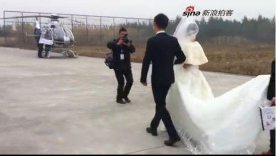 视频:实拍浙江新人结婚 直升机接新娘