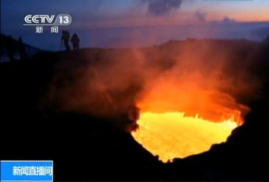 视频:实拍俄火山持续喷发 景象壮观