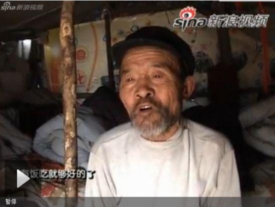 视频:老人不愿乞讨求生,独居荒野十年