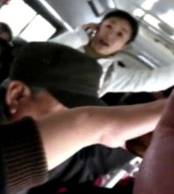 """视频:公交车上""""大妈""""文革腔碉堡"""