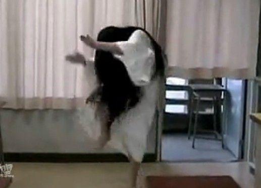视频:【笑抽】给跪了!!被贞子雷死!