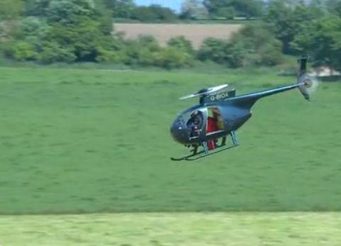"""视频:""""超人""""不用降落伞跳飞机成功"""