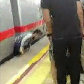 实拍女子地铁跳轨生还爬上站台 高呼不可能