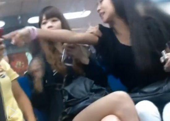视频:实拍北京美女地铁破口大骂外籍女子