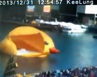 视频:大黄鸭10秒爆裂瞬间