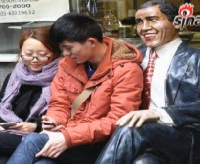 """重庆一餐馆门前放""""奥巴马""""吸引游客"""