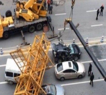 温州闹区50米塔吊倒塌致多车被压
