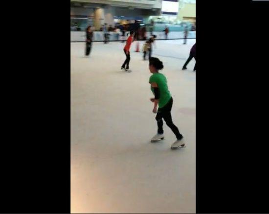 网友实拍张柏芝滑冰视频 赞其水准专业