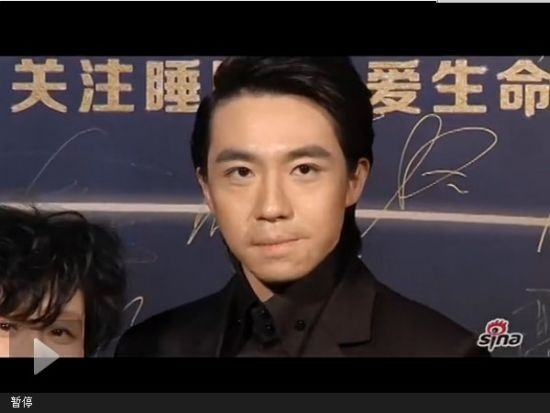 视频:俞灏明近景曝光面现疤痕 陈坤邀记者陪睡