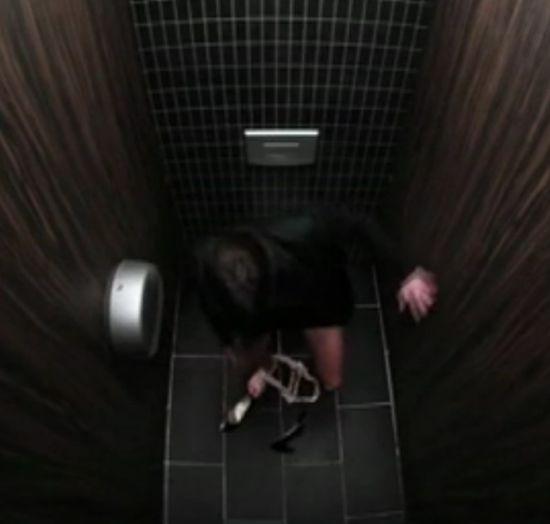 公厕里的百态人生