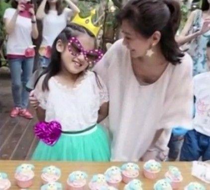 视频:贾静雯为女儿庆8岁生日秀温馨合照