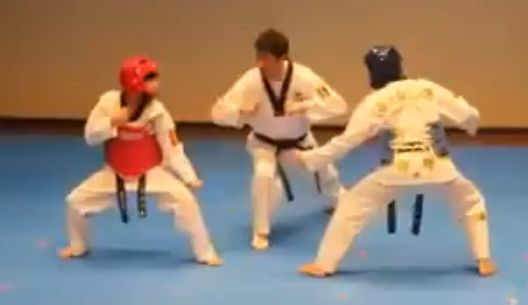 视频:奇葩跆拳道高手巅峰对决