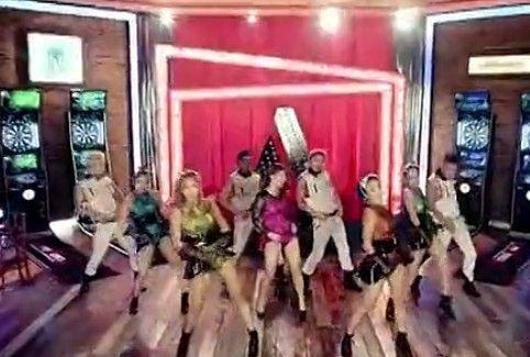 视频:疑似韩国女歌手裸照疯传网络