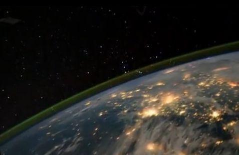 上帝视角俯瞰地球