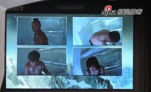 视频:中国耐寒奇人挑战冰封48小时