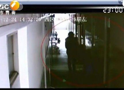 监控显示美女寝室盗窃 抓捕发现是男儿身