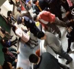上海地铁早高峰手扶电梯突逆行13人伤