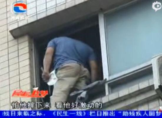 实拍广东河源一杀人嫌犯7楼纵身跳下拒捕