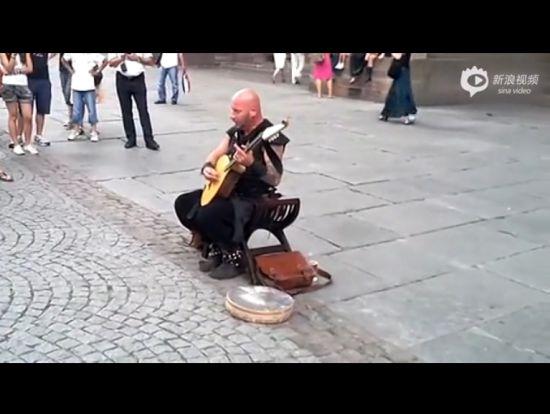 法国街头壮汉艺人唱出天籁之音