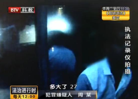 独身女酒吧烂醉遭男子猥亵警察赶到仍昏睡