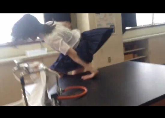 日本女高中生忍者附身上演神级跑酷