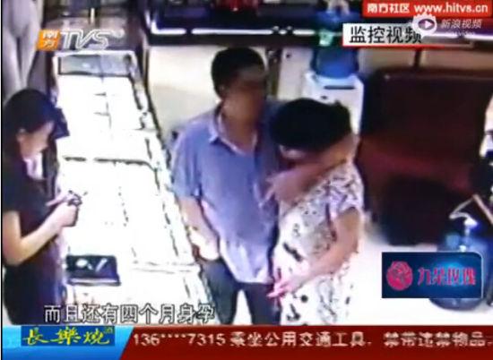 男子劫持怀孕妻与警察对峙 逃跑前将其割喉