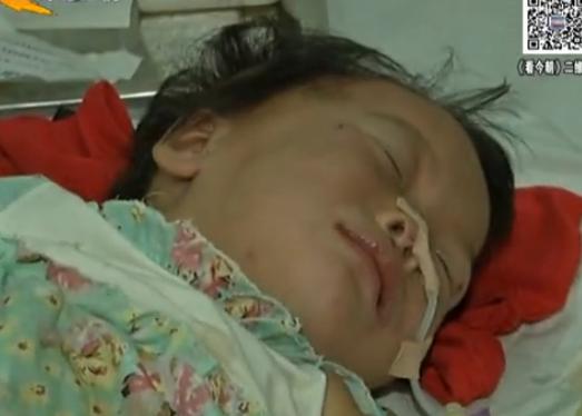 3岁女童遭亲妈虐待 体内扎针身上布满针眼